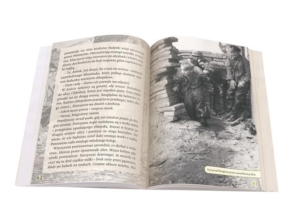 Wydawnictwo Meandry składamy książkę